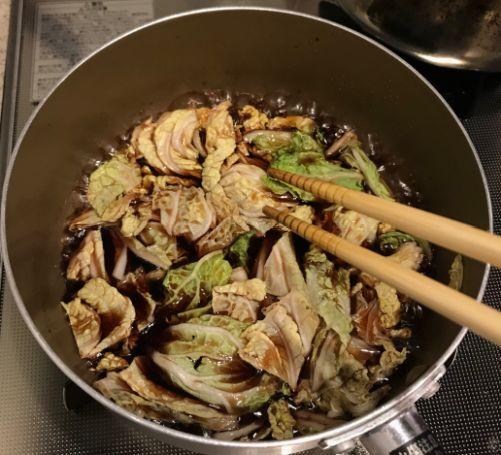 牛肉と白菜を煮込む