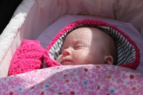 安心して眠る赤ちゃん